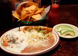 Combination 4 One chile relleno and one taco (Lunch)